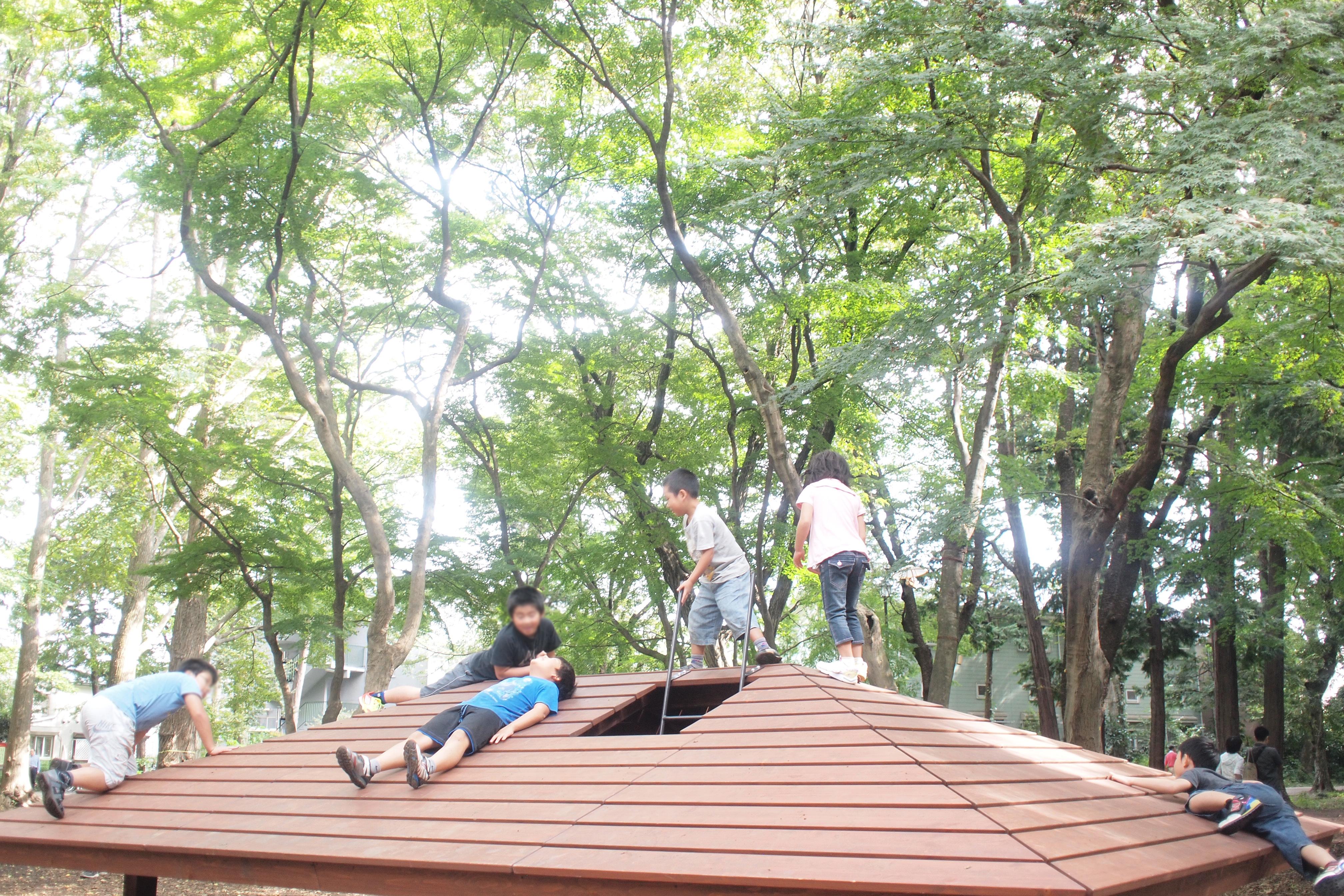 屋根のベンチ